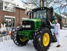 Kraamverzorgster Jolanda op de tractor in sneeuwstorm naar gezin: 'Ik wilde eerst gaan lopen'