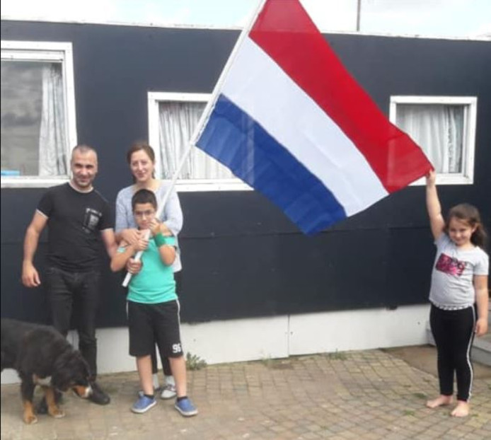 Het Armeense gezin Galstian na het bericht dat ze in Nederland mogen blijven.