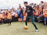 700 kinderen ontmoeten hun voetbalhelden