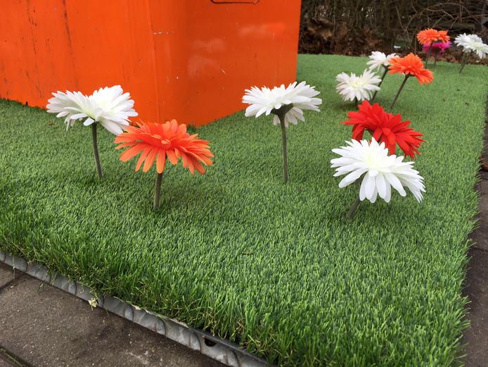 Bloemen aan het Titus Brandsmaplein.