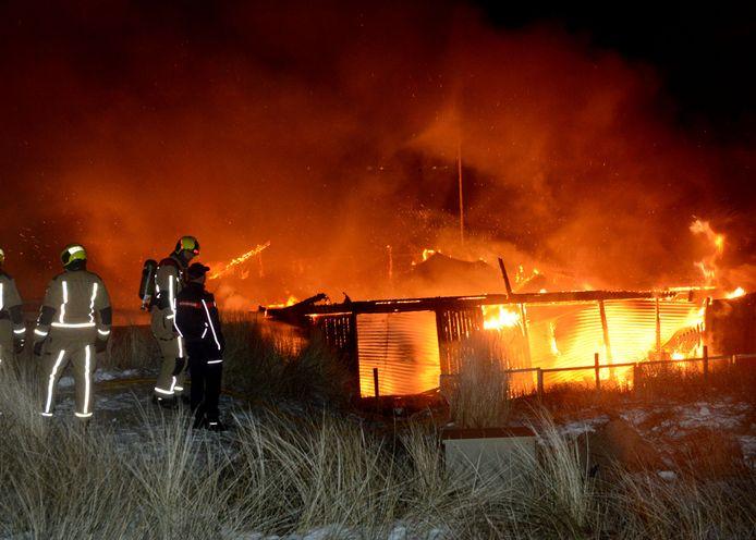 Een grote brand verwoestte afgelopen weekend beachclub Oase.