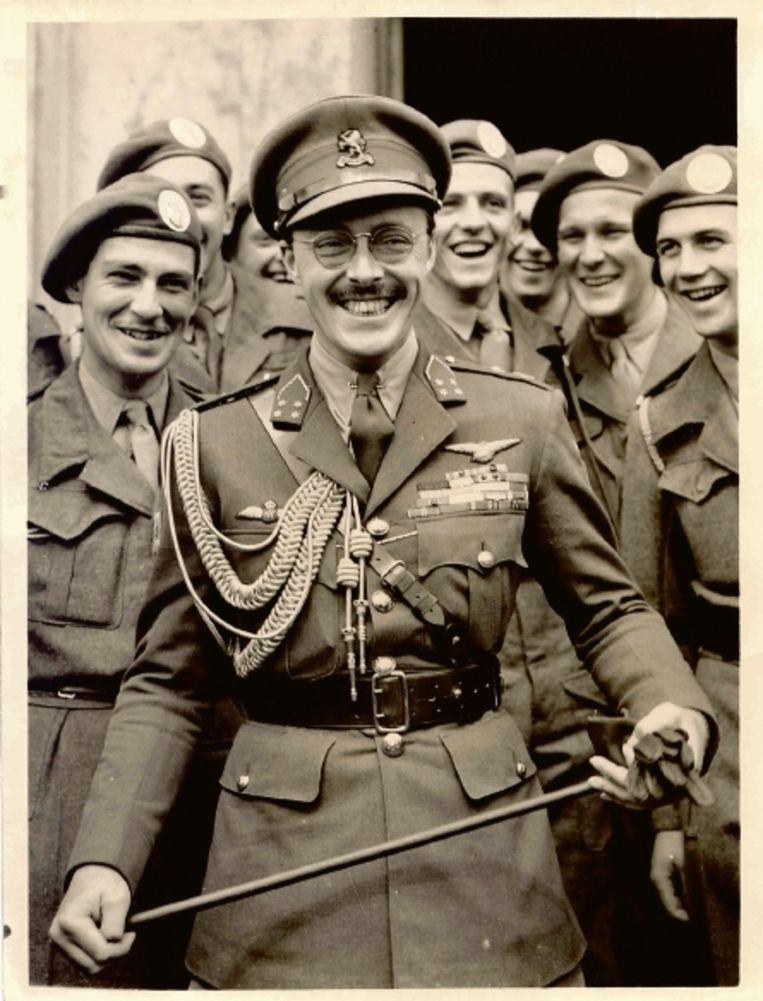 Prins Bernhard in 1946 als inspecteur-generaal. (FOTO'S UIT BESPROKEN BOEK.) Beeld
