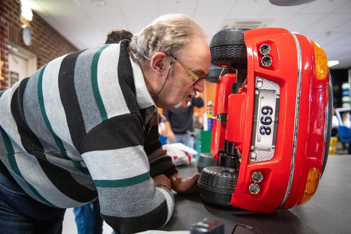 In steden als Enschede en Almelo is het al langer veelbezocht: Het Repair Cafe. Twenterand krijgt er nu ook iedere maand één. In Westerhaar.