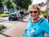 Bewoners van deze wijk in Deventer kunnen auto haast nergens kwijt, Alie (82) is het zat: 'Het is hier verschrikkelijk'