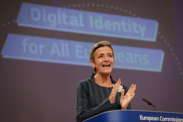 Volgens Eurocommissaris Margrethe Vestager geeft het Europese identiteitssysteem burgers meer controle over hun eigen data. Beeld EPA