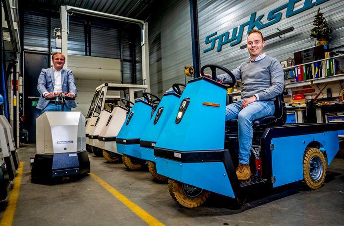 Junior accountmanager Thomas Kornet (links) en adjunct-directeur Geoffrey Jacobs (rechts) van Spijkstaal: een iconisch bedrijf.