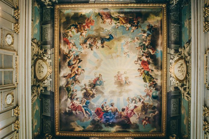 De plafondschildering in het Italiaans salon