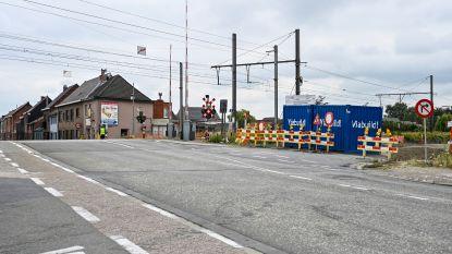 's Nachts werken aan spoorwegoverweg Oudegemsebaan