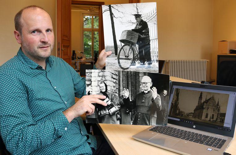 Coördinator Jeroen Janssens van Kempisch Erfgoed toont oude foto's die later net zoals de foto van de Lakenhal in Herentals op het laptopscherm gedigitaliseerd worden.