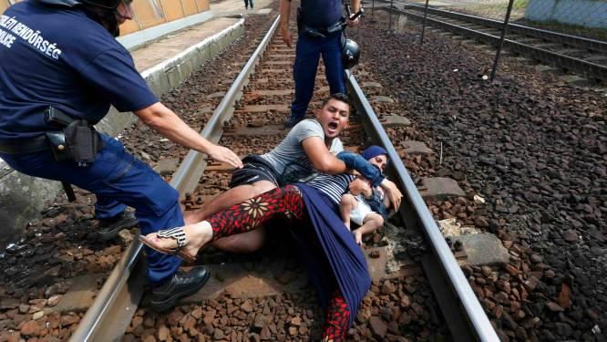 """Onrust op stilstaande vluchtelingentrein: """"Geen kamp, geen kamp!"""""""