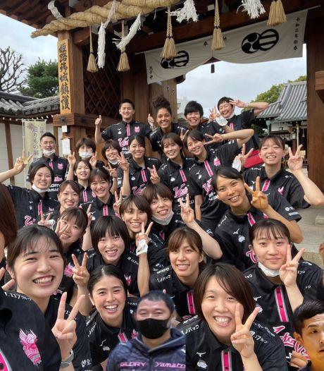 Overal waar volleybalster Celeste Plak in Japan gaat, volgt haar schaduw: tolk Eriko