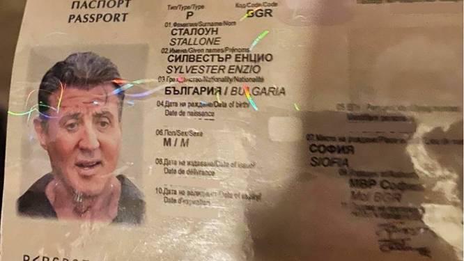 Vervalsers zetten Sylvester Stallone op nagemaakte Bulgaarse pas