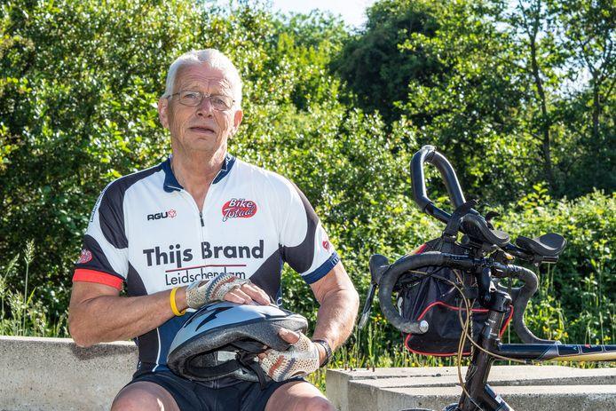 Anton Bood poserend en trainend in het bijna Frankrijkachtige Buytenpark in Zoetermeer.
