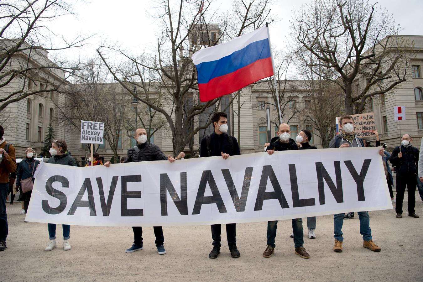 Navalny-aanhangers protesteren tegen de celstraf van Navalny, in april dit jaar in Berlijn