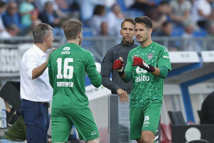 Janis Blaswich (rechts) werd tijdens het duel tegen Willem II in september vanwege een blessure gewisseld voor Michael Brouwer. De eerste doelman is twee maanden later zo goed als hersteld.