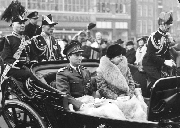 De Nederlandse koningin Wilhelmina (r.) probeerde aan het einde van de Tweede Wereldoorlog de Belgische koning Leopold III (l.) en zijn gezin vrij te krijgen. Beeld ANP
