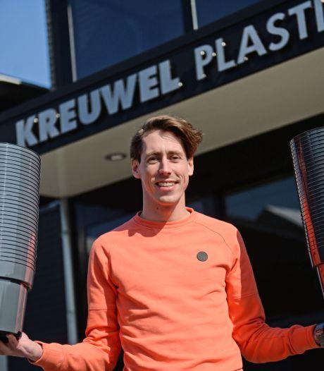 Kreuwel Plastics in Almelo produceert 24 uur per dag bloempotten: allemaal recyclebaar, behalve de zwarte