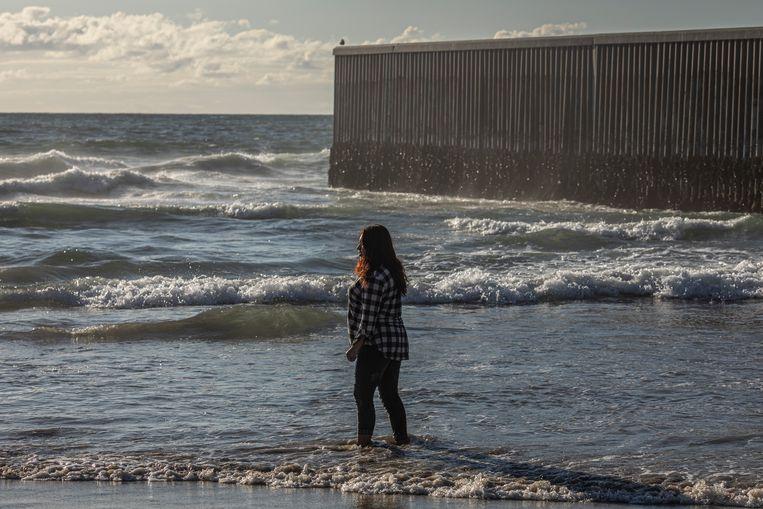 Het strand van Tijuana is vrijwel verlaten. Beeld Alejandro Cegarra