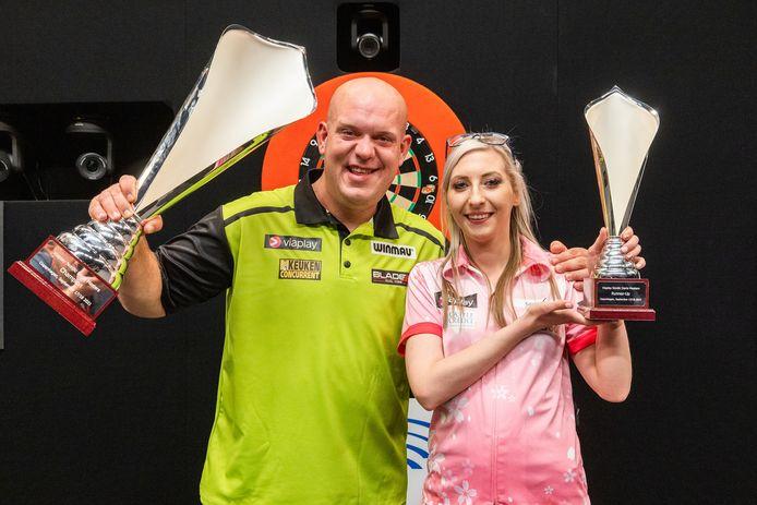 Michael van Gerwen heeft zijn eerste trofee van 2021 te pakken. In de finale van de Nordic Darts Masters versloeg hij Fallon Sherrock.