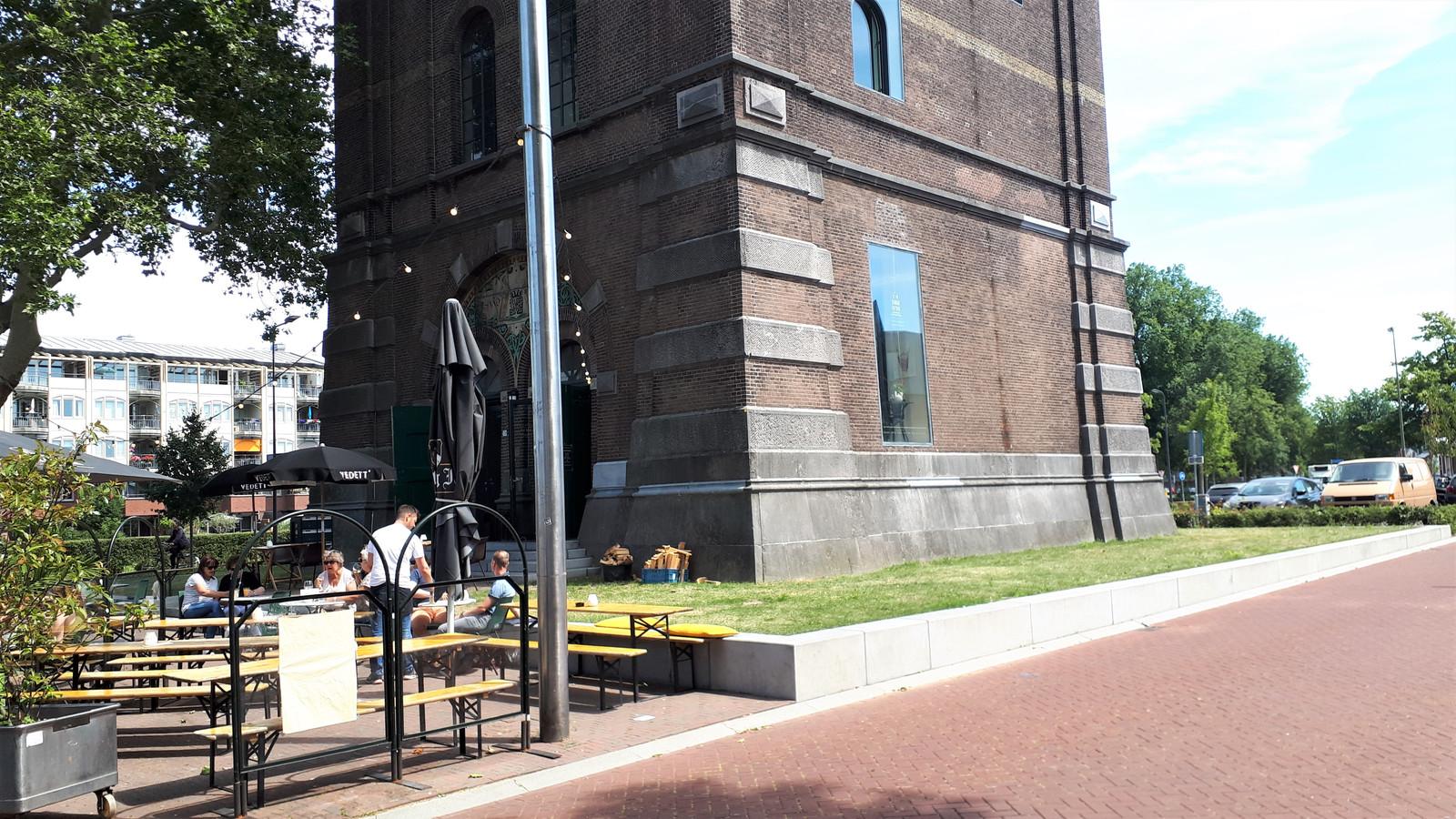 De gemeente Den Bosch wil niet dat groenstroken rond de watertoren als terras worden gebruikt.