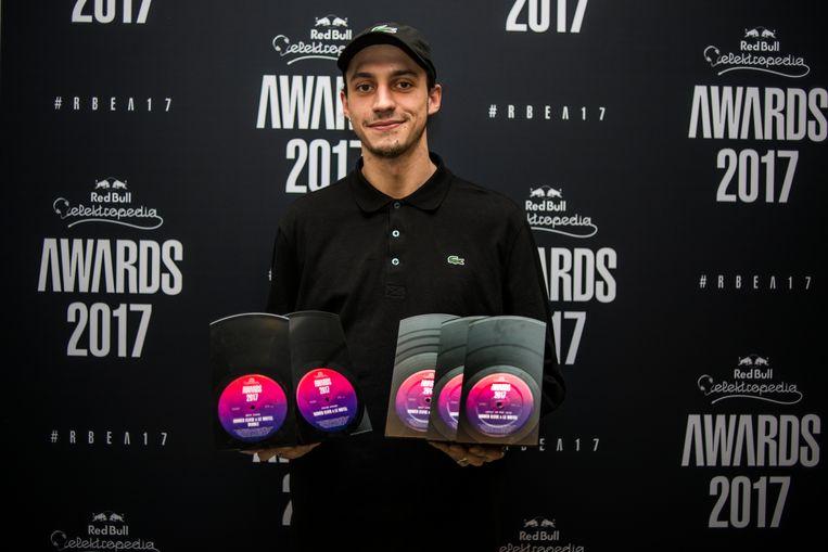 Roméo Elvis ging gisterenavond met vijf Red Bull Elektropedia Awards naar huis: Artist of the Year, Best Song, Best Album, Best Live Act & Chase Award Beeld rv / Daniil Lavrovski