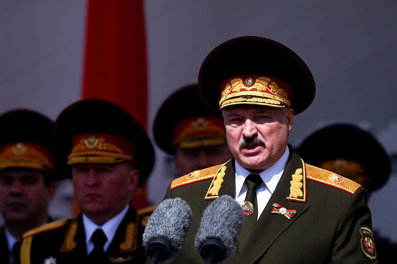 Alleenheerser Alexandr Loekasjenko wordt voor het eerst geconfronteerd met demonstraties tegen zijn beleid. Zondag zijn het verkiezingen.  Beeld AP