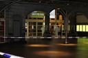 Onderzoekers betreden de hoofdingang van station Gent-Sint-Pieters.