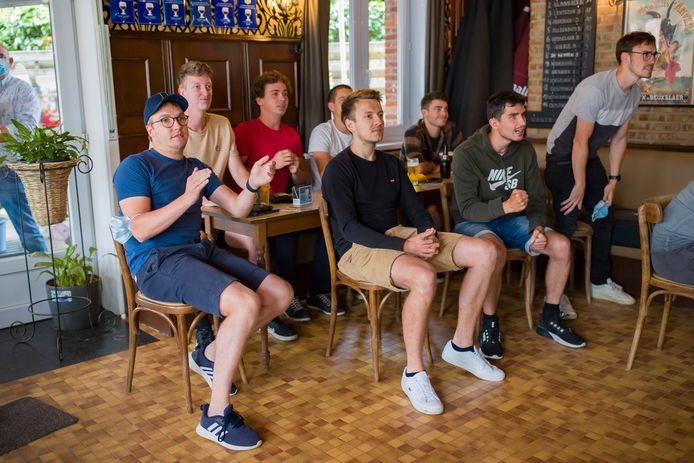 De vrienden en leeftijdsgenoten van Wout van Aert: Matthias, Jelle, Lorenz, Niel, Ben, Arne, Laurent en Hendrik.