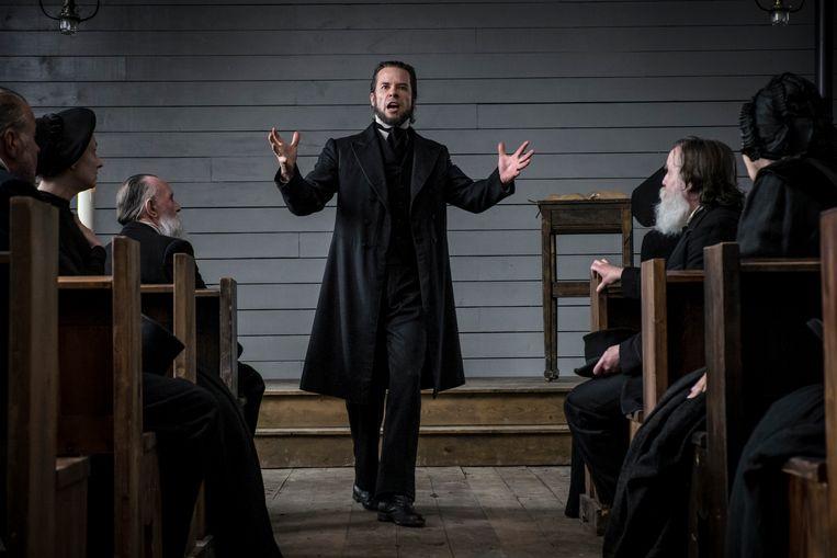 Guy Pearce speelt de sardonische dominee in 'Brimstone'. Beeld rv Paradiso Films