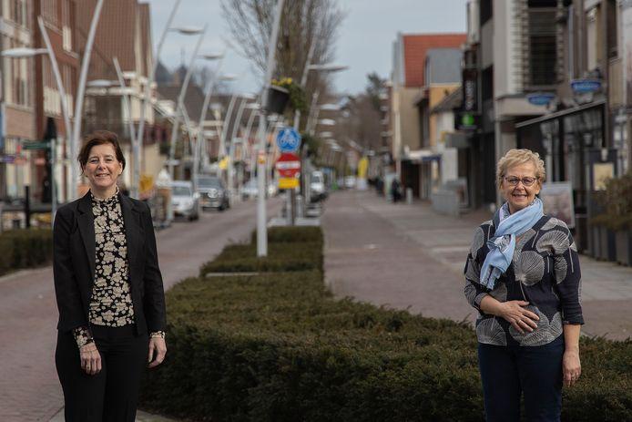 Marjo Leijten (rechts) stopt als coördinator vrijwilligers, Yvette Prummel neemt haar baan over.