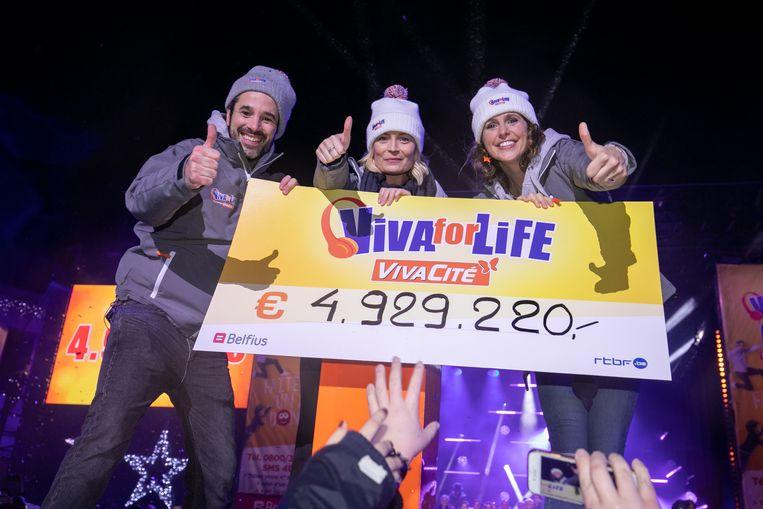 De drie presentatoren van Viva for Life: Adrien Devyver, Ophélie Fontana en Sara De Paduwa