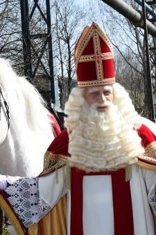 Sint loopt met vrijwel witte pieten eenmaal door Elst, ontvangst en voorprogramma geschrapt
