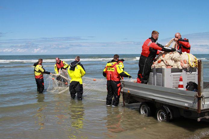 De SOAD (Stichting Opsporings Apparatuur Drenkelingen) in actie tijdens de zoektocht naar het vermiste meisje voor de kust van Ameland vorig jaar.
