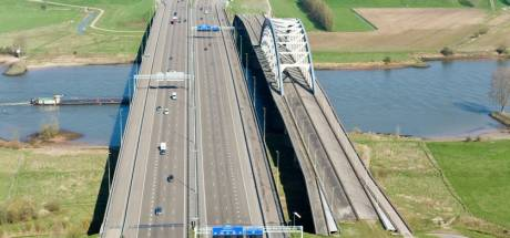 Stel oude boogbrug over de Lek weer open voor lokaal verkeer