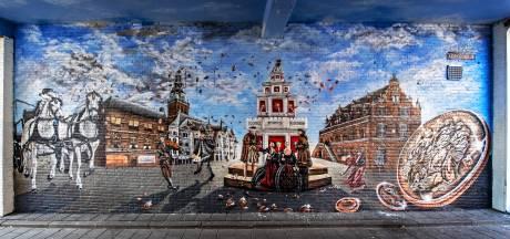 Muurschilderingen over taferelen in Nijmeegse binnenstad in 1678 sieren Kerkegasje