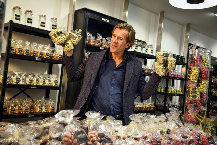 Directeur-eigenaar Oscar de Lange van de grootste pepernotenbakker van Nederland: Van Delft Biscuits uit Harderwijk.