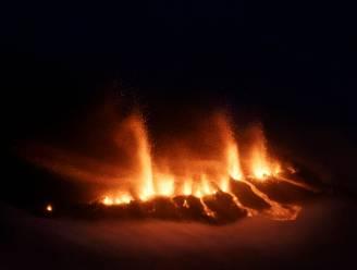 Honderden op de vlucht voor spuwende vulkaan op IJsland