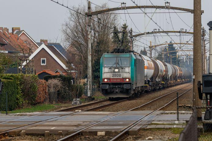 Steeds meer goederentreinen passeren West-Brabant op de lijn tussen Rotterdam en Antwerpen.