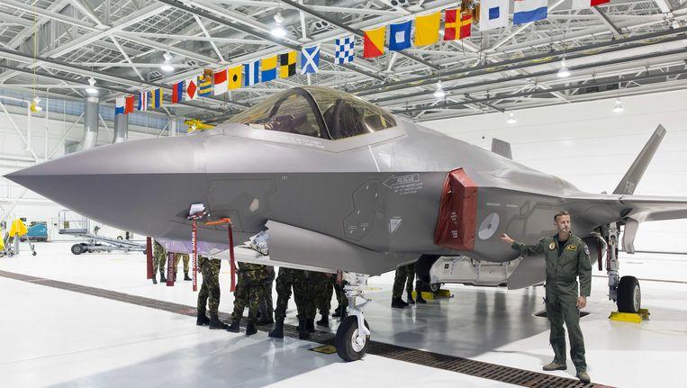 Nederlandse vliegers van de Koninklijke Luchtmacht bij de Joint Strike Fighter (JSF), vorig jaar op de Eglin Air Force Base in Florida. Op deze basis is de internationale test- en trainingsfaciliteit van de JSF gevestigd. Beeld ANP