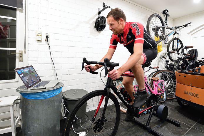Jan Kraaijenveld traint in zijn garage