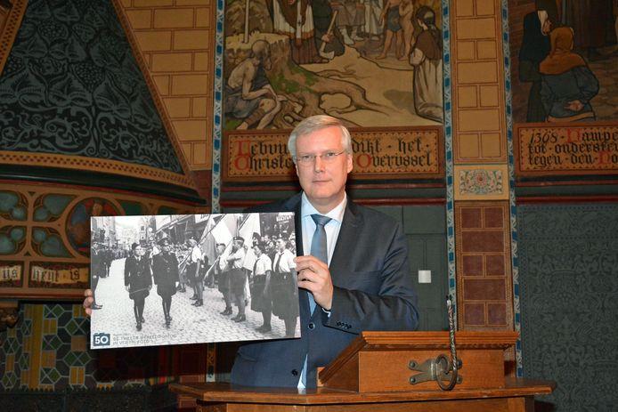 Op 15 november gaf Commissaris van de Koning Andries Heidema het startsein voor het project in Overijssel. Hij toonde daarbij een foto van een straatbeeld met Duitse soldaten in Overijssel.