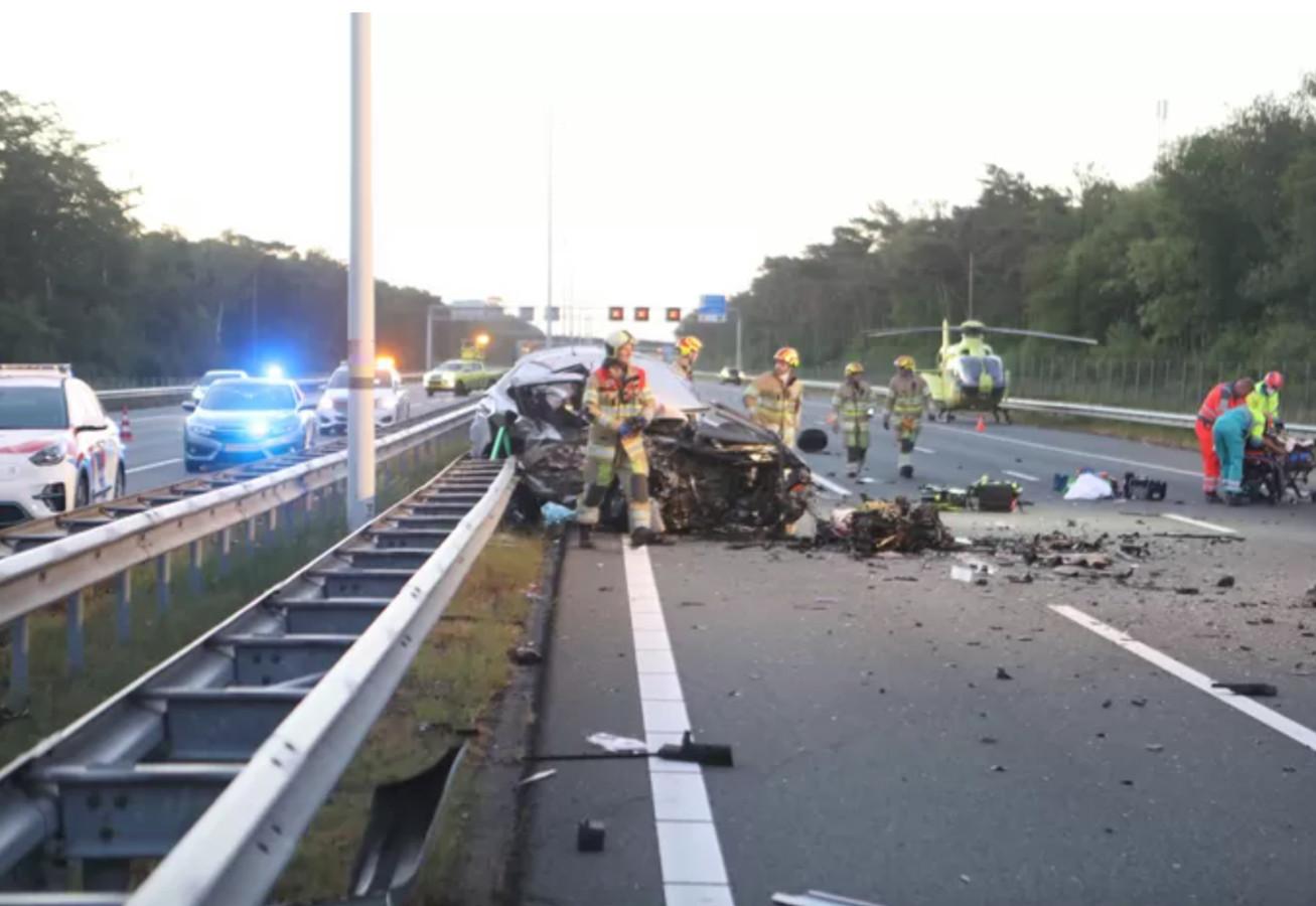 Het ongeval op de A12 bij Maarsbergen leverde een enorme ravage op.