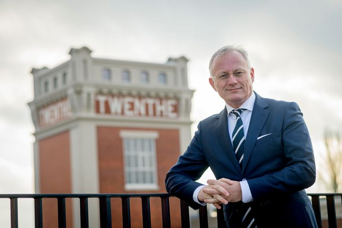 Burgemeester Arjen Gerritsen van Almelo wil dat minister Hugo de Jonge terugkomt op zijn uitspraken over de rol van de burgemeesters in de coronacrisis.