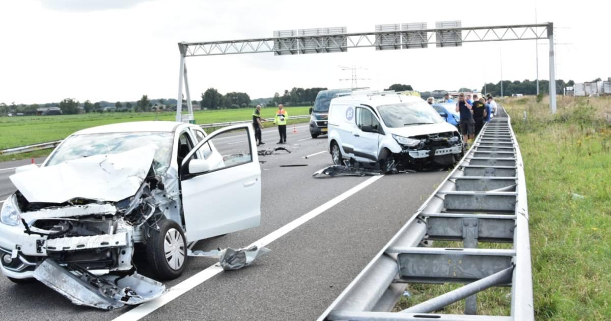 Veertien voertuigen betrokken bij ongeval op A12 bij Woerden.