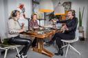 Bridget Maasland, Clarice Stenger en Justine Marcella hopen dat het voor de luisteraars voelt alsof ze met hen in de kroeg zitten.
