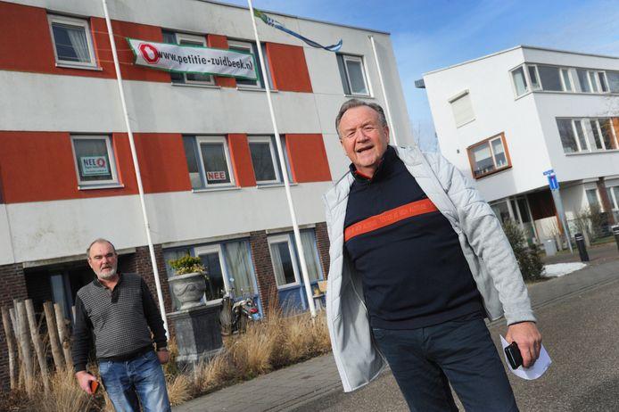 Wim Vader (links) en Karl Vergouwen van Collectief Groot-Lammerenburg gaan voorop in de strijd tegen de komst van grote wooncomplexen voor arbeidsmigranten en 's Heeren Loo.