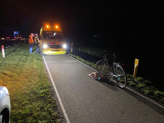 Fietsster ten val in het buitengebied van Warnsveld: traumahelikopter komt helpen.
