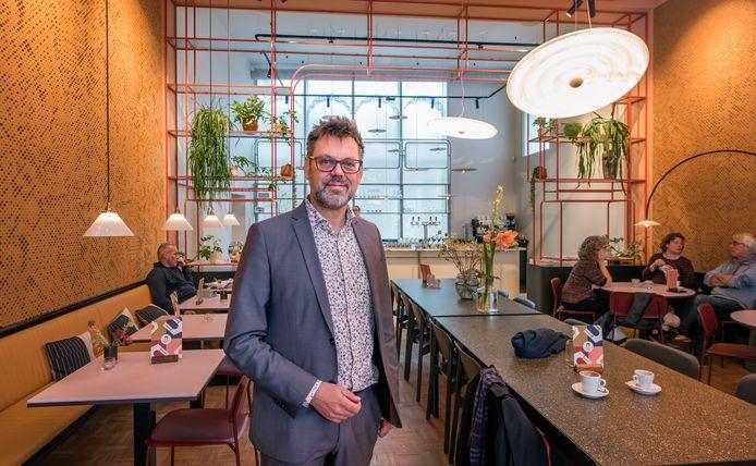 Directeur Andries de Jong van Cultuurkust trok vorig jaar optimistisch in het Oude Stadhuis en nam het beheer op zich van het gebouw, plus de exploitatie van de Huiskamer. Dat blijkt nu een misrekening te zijn.