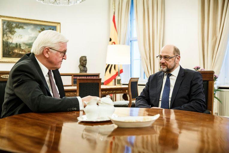 President Steinmeier in gesprek met Martin Schulz, voorzitter van de sociaaldemocraten. Beeld Photo News