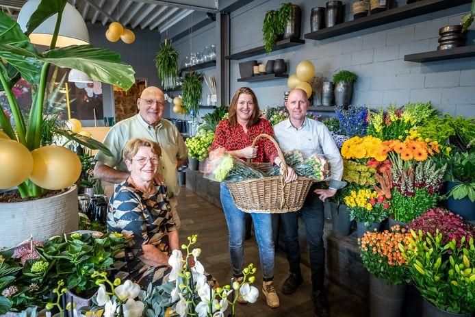 Bloemenzaak Clemens in Bladel bestaat 50 jaar. Jeanne en Jan Clemens, en Petra en Corwin Jansen (vlnr).